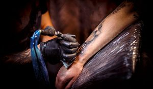 tattoo-artist-PTUNCRV